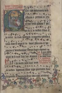 Chorbuch VII, Antiphonar-Winterteil, Blatt 165r: Evangelist Johannes vor einer Erscheinung Gottvaters, in der Zierranke Hahn, Pfau und Masken